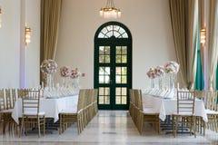 Tabellen an einem Hochzeitsempfang Stockbild