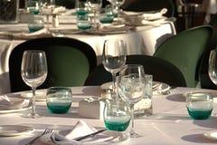 Tabellen eingestellt für Abendessen Stockfotografie