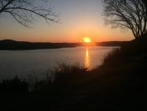 Tabellen-Rock See-Sonnenuntergang stockfoto