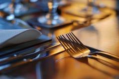 Tabellen ställde in för att äta middag Arkivbild