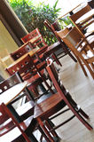 Tabellen u. Stühle Stockfoto