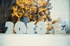 Tabellen 2018 und ein Stern nahe dem Baum des neuen Jahres Lizenzfreie Stockbilder