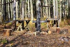 Tabellen und Pfosten gründeten an einer populären Jagdlagerstelle stockbilder