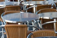 Tabellen und Stühle Lizenzfreie Stockfotos