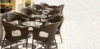 Tabellen und Stühle Stockfoto