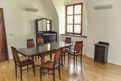 Tabellen und Stühle einmal Stockfotografie