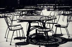 Tabellen und Stühle Stockfotografie