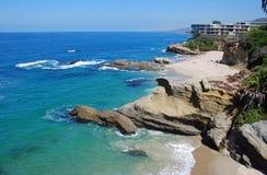 Tabellen vaggar stranden, Laguna Beach, Kalifornien. Royaltyfri Foto