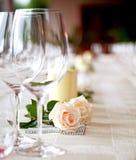 Tabelleneinstellung an einer Gaststätte. Lizenzfreie Stockbilder