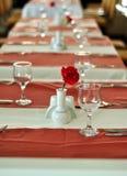 Tabelleneinstellung für ein Abendessenereignis Stockbild