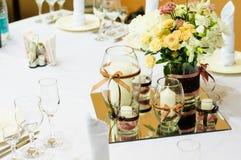 Tabelleneinstellung für Hochzeitsabendessen Stockfotografie