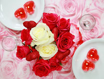 Tabelleneinstellung für Valentinsgruß stockbild