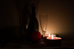 Tabelleneinstellung für Valentinsgrußtag Stockbilder