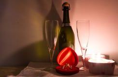 Tabelleneinstellung für Valentinsgrußtag Stockbild
