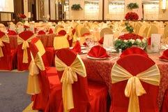 Tabelleneinstellung im Hochzeitsbankett Stockfotografie