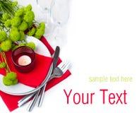 Tabelleneinstellung mit Chrysanthemen, betriebsbereite Schablone Stockfotos