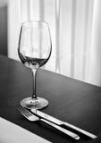 Tabelleneinstellung mit Glas Lizenzfreies Stockbild