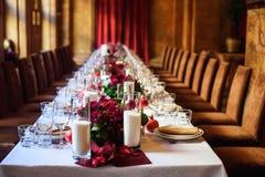 Tabellensatz für die Heirat oder ein anderes versorgtes Ereignisabendessen Lizenzfreies Stockbild