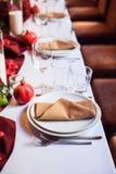 Tabellensatz für die Heirat oder ein anderes versorgtes Ereignisabendessen Stockbild