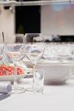 Tabellenverabredungen für Abendessen in der Gaststätte Stockfotos
