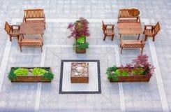 Tabeller och stolar i terrass Royaltyfria Foton