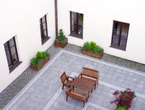 Tabeller och stolar i terrass Royaltyfri Bild