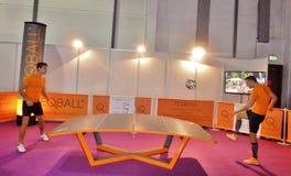 Tabellfotboll spelade på hotellshow i Dubai Fotografering för Bildbyråer