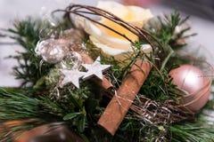 Tabellgarnering för en jultabell Royaltyfria Foton