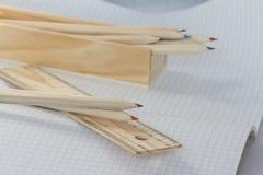 Tabellierprogramm und Bleistifte Stockfoto