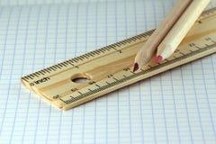 Tabellierprogramm und zwei Bleistifte Lizenzfreies Stockfoto