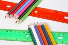 Tabellierprogramme und muliticolored Bleistifte Stockfotos