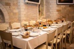 Tabellinbrott en italiensk restaurang fotografering för bildbyråer