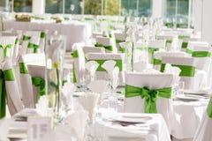 Tabellinställning på lyxiga härliga blommor för bröllopmottagande på T royaltyfri fotografi