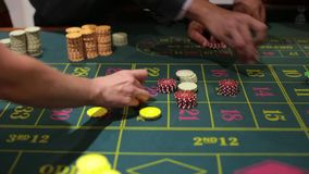 Tabelllek i en kasino stock video