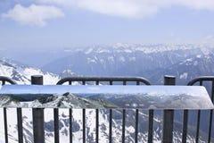 Tabellone per le affissioni al ghiacciaio di Hintertux, Austria Fotografie Stock