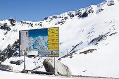 Tabellone per le affissioni al ghiacciaio di Molltaler, Carinzia, Austria Immagini Stock Libere da Diritti