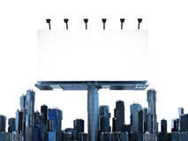 Tabellone per le affissioni in bianco con le costruzioni Immagini Stock