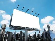 Tabellone per le affissioni in bianco con le costruzioni Immagine Stock Libera da Diritti