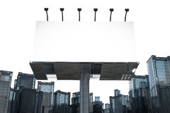 Tabellone per le affissioni in bianco con le costruzioni Fotografie Stock