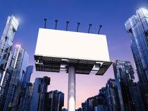 Tabellone per le affissioni in bianco con le costruzioni Fotografia Stock Libera da Diritti