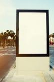Tabellone per le affissioni in bianco con lo spazio della copia per il vostro messaggio di testo o contenuto Fotografia Stock