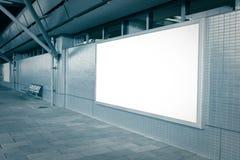 Tabellone per le affissioni in bianco con lo spazio vuoto della copia Fotografie Stock