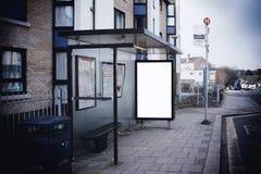 Segno in bianco alla fermata dell'autobus Fotografia Stock