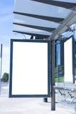 Tabellone per le affissioni in bianco della fermata dell'autobus Immagini Stock Libere da Diritti