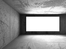 Tabellone per le affissioni in bianco leggero dell'insegna in interio scuro della stanza dei mura di cemento Fotografie Stock