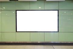 Tabellone per le affissioni in bianco nella città immagine stock