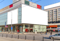 Tabellone per le affissioni in bianco nella città per la nuova pubblicità Immagine Stock