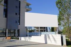Tabellone per le affissioni in bianco nella via Fotografia Stock