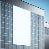 Tabellone per le affissioni in bianco sulla costruzione moderna rappresentazione 3d Immagine Stock