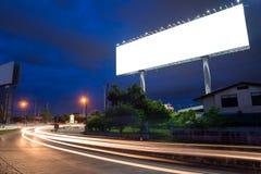 Tabellone per le affissioni in bianco a tempo crepuscolare pronto per la nuova pubblicità Immagine Stock Libera da Diritti